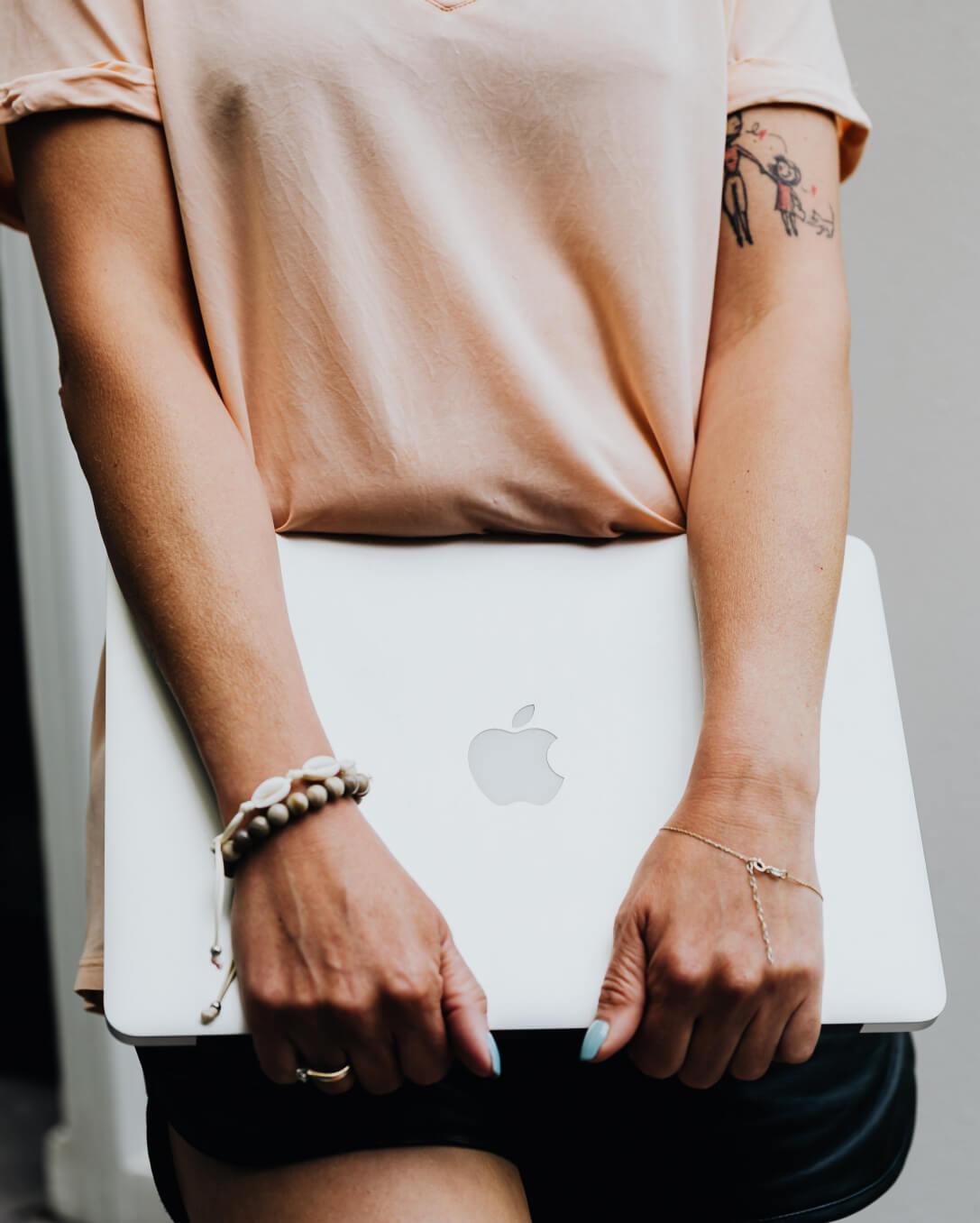 A girl has a laptop